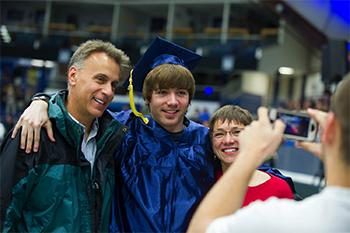 Grad with parents